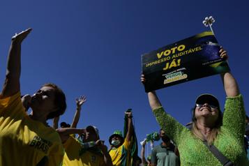 Brésil Plusieurs milliers de manifestants protestent contre le vote électronique)