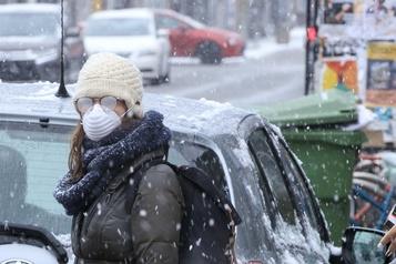 Québec demande aux citoyens de ne pas porter de masque)