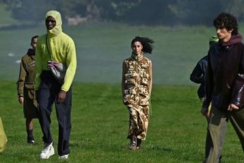 Fashion Week de Londres Esprit de résistance chez Paria Farzaneh)