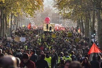 France: les manifestants dans la rue, le gouvernement tient bon