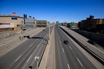Bris d'aqueduc Fermeture de l'autoroute40Est à Montréal)
