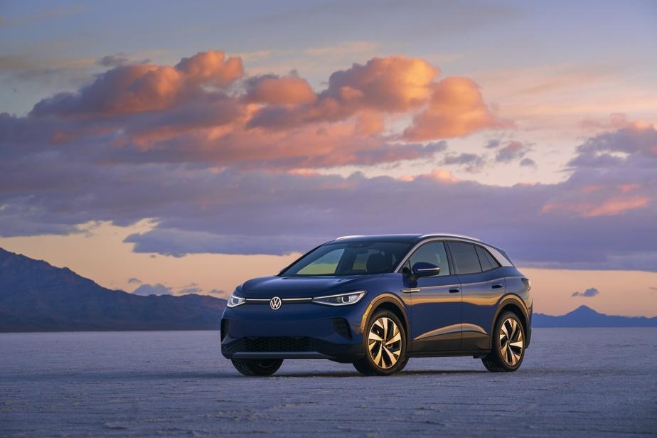 VolkswagenID.4 — L'ID.4 est indéniablement le véhicule le plus important lancé par Volkswagen depuis une décennie. Symbolisant le «nouveau» poussé vers l'électrique à la suite du scandale des émissions truquées, ce nouveau modèle se compare au Tiguan en matière de dimensions. Deux versions sont en lice: la Pro, dotée d'un seul moteur à l'arrière de 201ch, et la Pro AWD, dotée du rouage intégral pour 300ch en tout. L'autonomie estimée est respectivement de 400km et de 386km, et Volkswagen offrira à l'achat trois ans de recharge sur le réseau Electrify Canada.