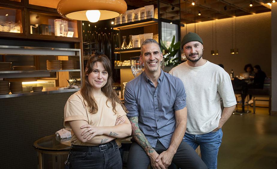Joanie Belisle est gérante du Brouillon, un projet de Dominik Tremblay et de Ludwig Ciupka, propriétaires de l'agence Tux.