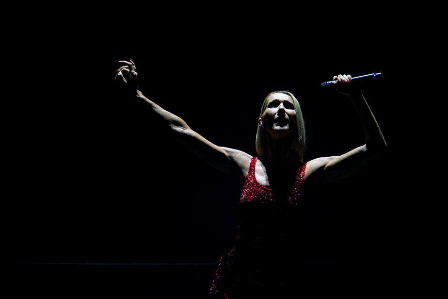 18 février 2020. Centre Bell, Montréal. Céline Dion entre en scène pour donner un spectacle de sa tournée Courage.