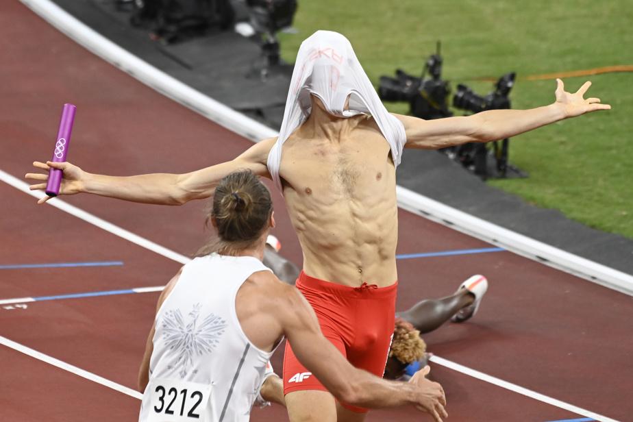 La Pologne a remporté la médaille d'or au relais 4x400m mixte. L'histoire ne dit pas si ce coureur est demeuré en un seul morceau après avoir passé le fil d'arrivée.