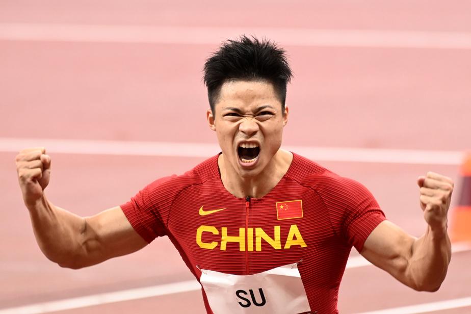 Le Chinois Su Bingtian démontre qu'il n'a pas raté une journée de musculation du haut du corps après avoir dominé sa vague de demi-finale au 100 m.