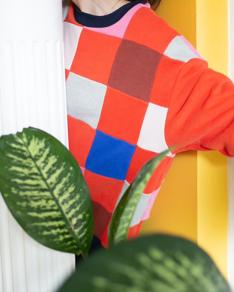 Ce chandail à motif de damier pour adultes (200$) a été fabriqué à partir de chutes des designers Odeyalo et MAS Montreal.