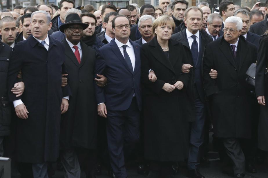 François Hollande et Angela Merkel menant la «marche républicaine» à Paris, le 11janvier 2015, après les attentats islamistes contre Charlie Hebdo, notamment.