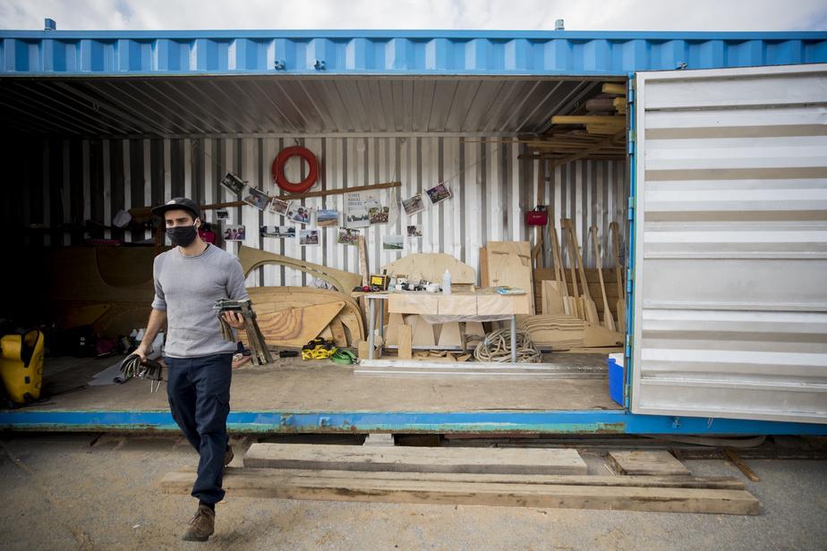 Depuis le début du projet, huit voiliers à dix places ont été fabriqués avec l'aide d'environ 250Montréalais.