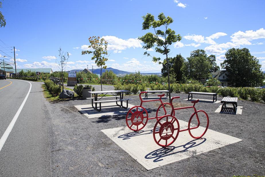 Halte réservée aux cyclistes sur le chemin de la Montagne