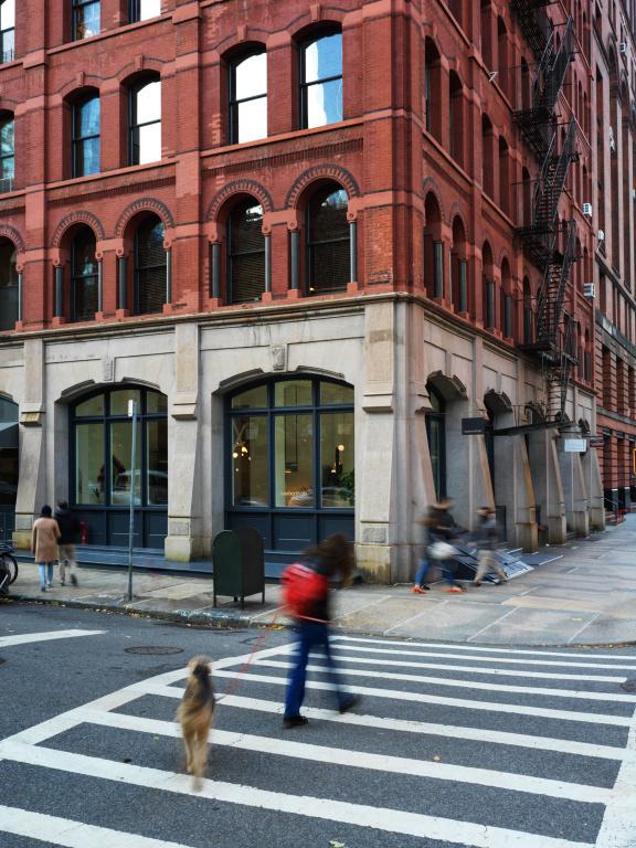 Les locaux de Lambert&Fils à Manhattan sont au 51, rue Hudson, coin Duane.