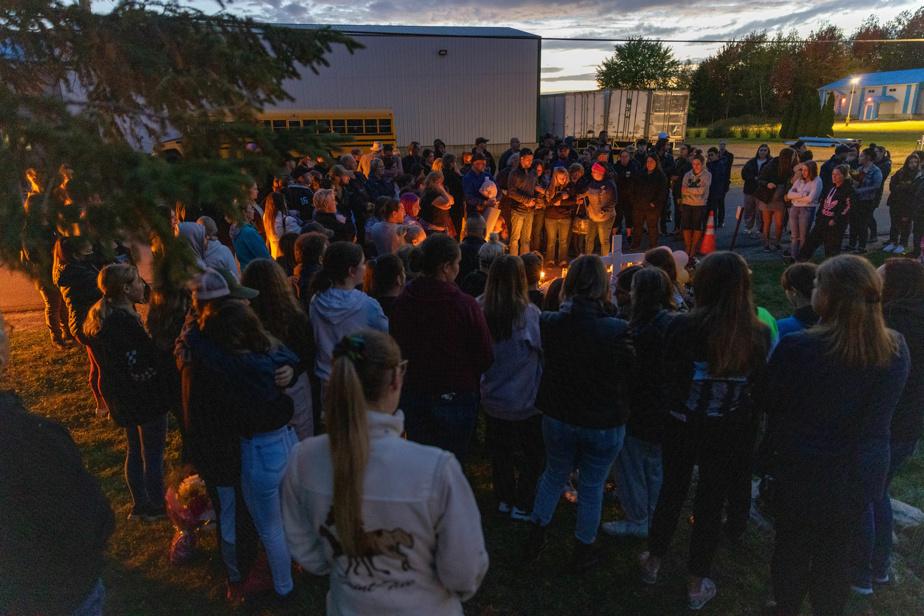Près d'une centaine de personnes sont venues rendre hommage à l'adolescente de 13ans.