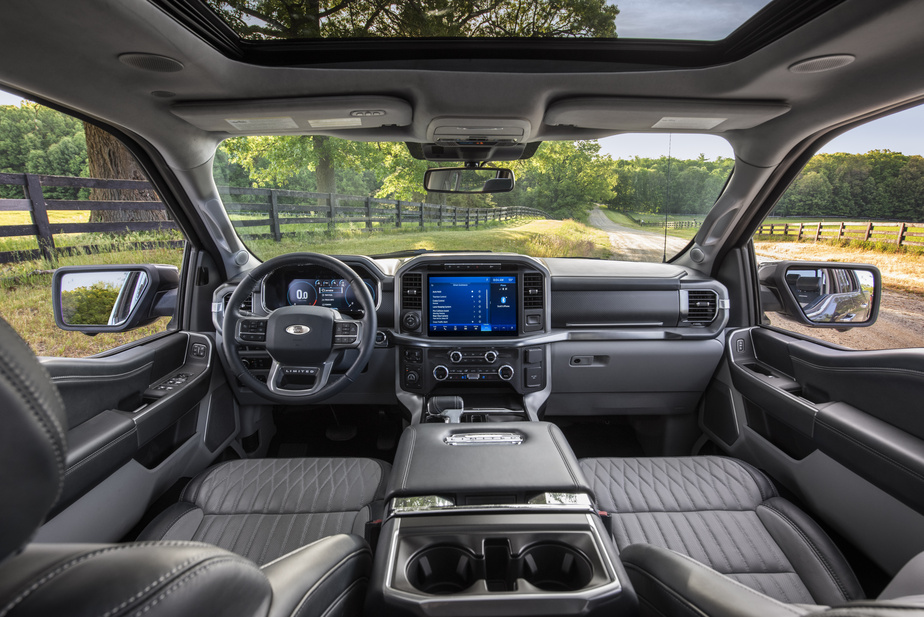 L'habitacle est aussi entièrement remanié, avec des matériaux de meilleure qualité, selon Ford.