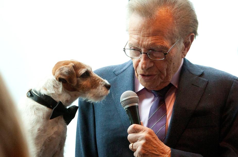 Larry King et Uggie le chien du film The Artist en mai2012