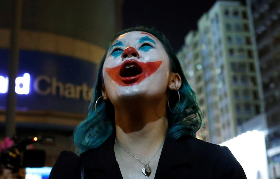 Une attaque au couteau fait cinq blessés — Hong Kong