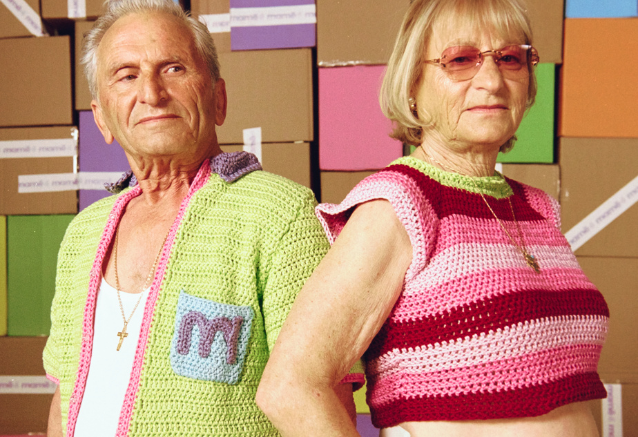 La chemise (à gauche) est la pièce de la collection estivale la plus complexe à réaliser. À droite, un chandail rayé, offert en trois palettes de couleurs.