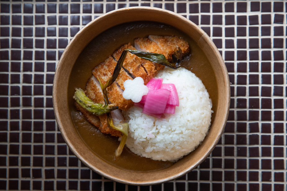 Le curry katsu du Marusan, servi sur l'heure du dîner chez Fleurs&Cadeaux