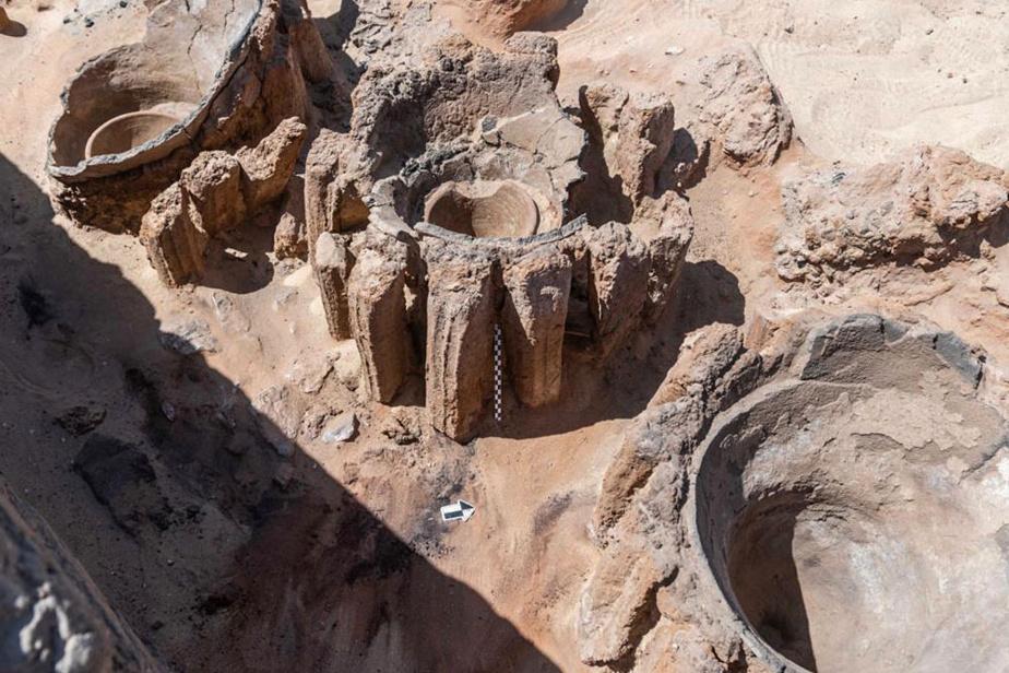 Un mélange de grains et d'eau était chauffé dans les récipients, «installés verticalement sous forme d'anneaux».