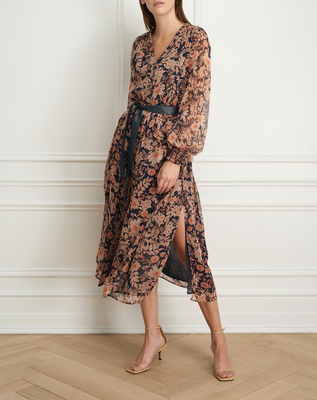 Robe maxi à manches longues, ouverte sur les côtés, en chiffon de polyester, un tissu importé d'Italie (395$)