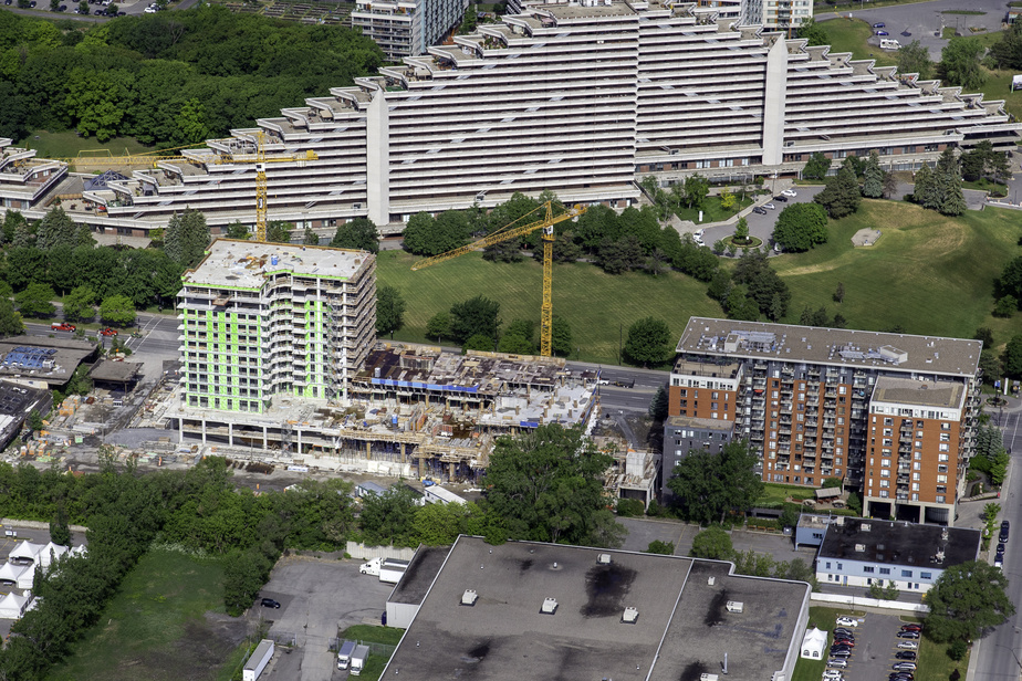 Le projet Elogia, au coin du boulevard de l'Assomption et de la rue Sherbrooke Est, près du Stade olympique, dans l'arrondissement de Mercier–Hochelaga-Maisonneuve