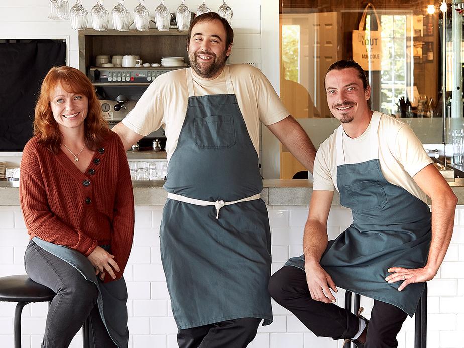 Le trio derrière la buvette «gentille» La Louve: la sommelière Andréanne Guay et les chefs Sylvain Dervieux et Émile Tremblay