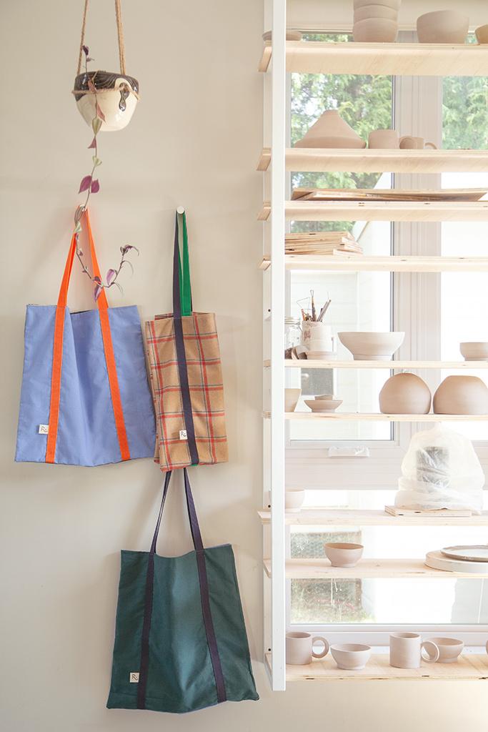 Récré fabrique également des sacs fourre-tout réversibles (65$).
