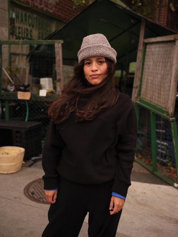 Vous préférez le noir? Optez plutôt pour le chandail Marcus marié au pantalon Falco (sur la photo) ou au legging Brooklyn.