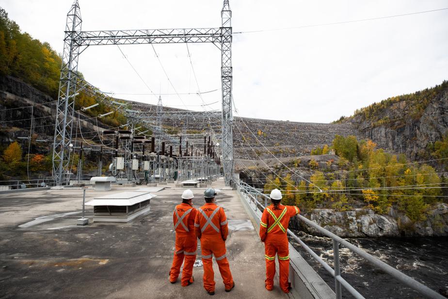 La centraleOutardes-4 fêtait ses 50ans l'an dernier. Contrairement aux barrages plus connus fabriqués en béton, ce barrage est construit en enrochement– c'est-à-dire en roches et en remblai étanche–, ce qui est plus simple et économique.