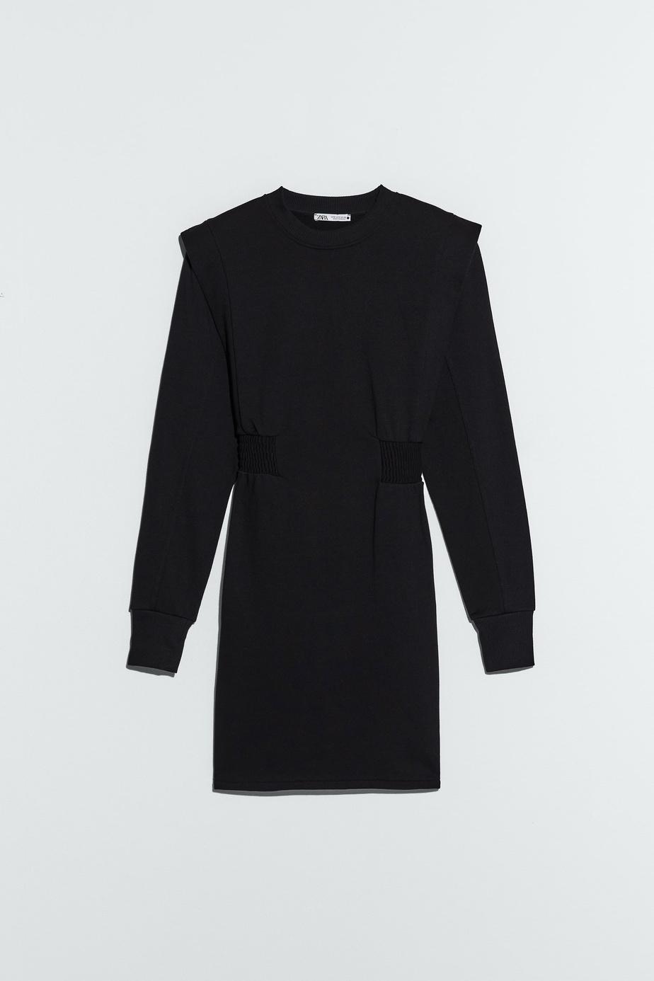 Robe courte à col enV, avec manches longues, Zara, 49,90$.