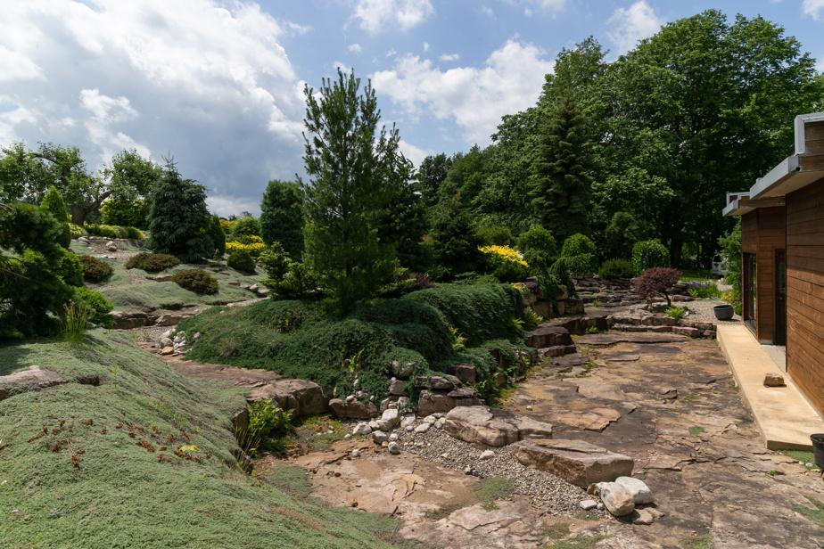 Le jardin, établi sur le lit de roches très dures original, a été minutieusement sculpté.