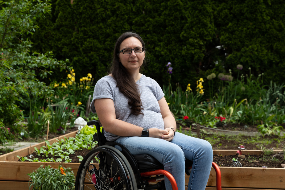 Marjorie Aunos dans son jardin