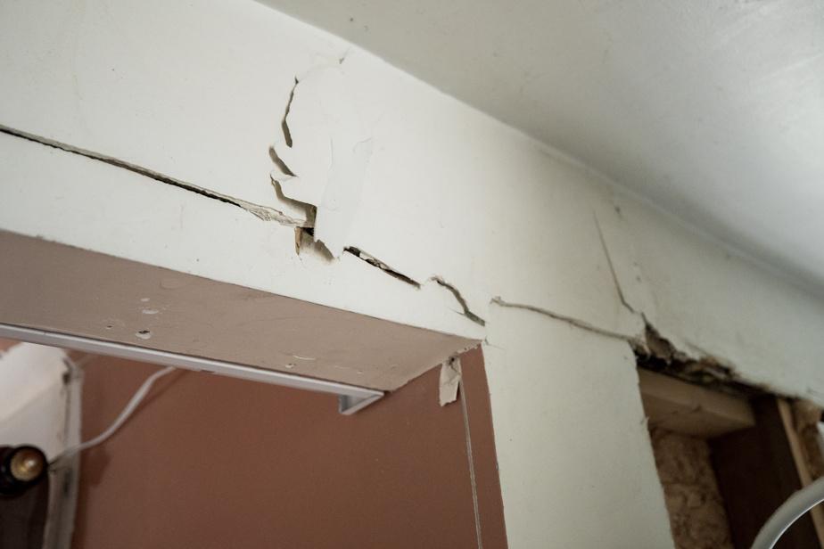 Le sol glaiseux est en cause dans l'effondrement de la maison.