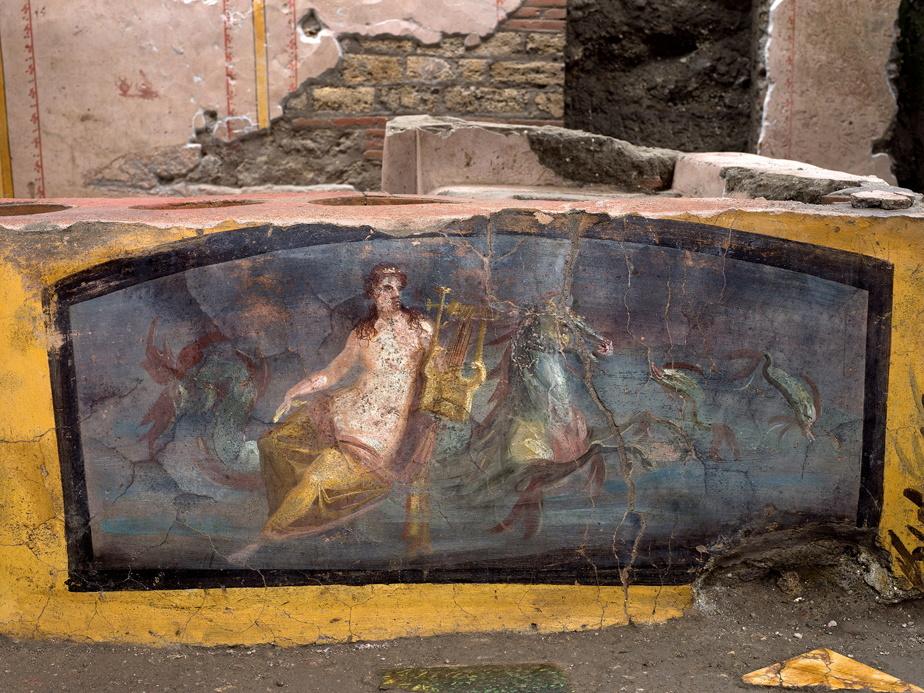Cette fresque déjà connue représente une Néréide (nymphe marine) sur un cheval.