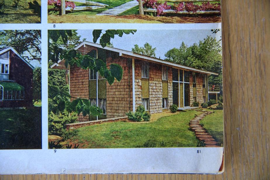 La partie originale de la demeure a été construite en 1964. Couverte de bardeaux de cèdre, elle a fait partie d'un reportage du magazine Better Homes and Gardens, en septembre1969.