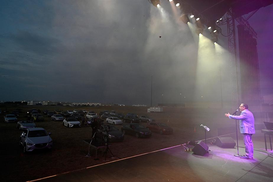 29 juin 2020. Spectacle de Marc Hervieux au Musiparc de Mirabel. Les spectateurs sont dans leur voiture.