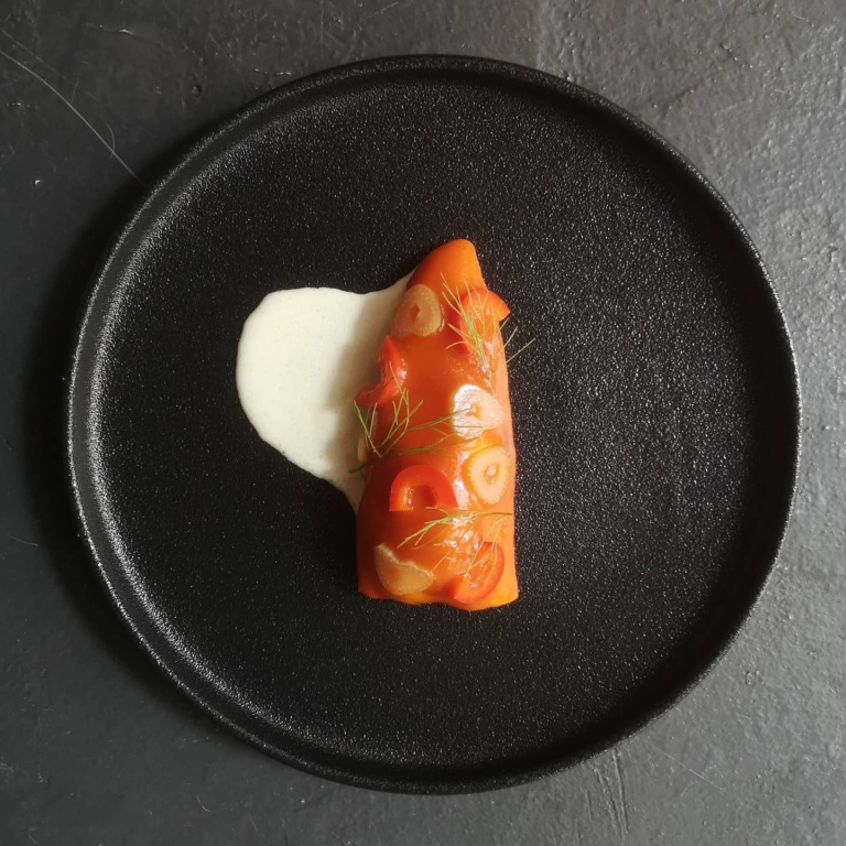 Plat de thon, poivron et fenouil, au menu du Kébec Club Privé lors de notre passage