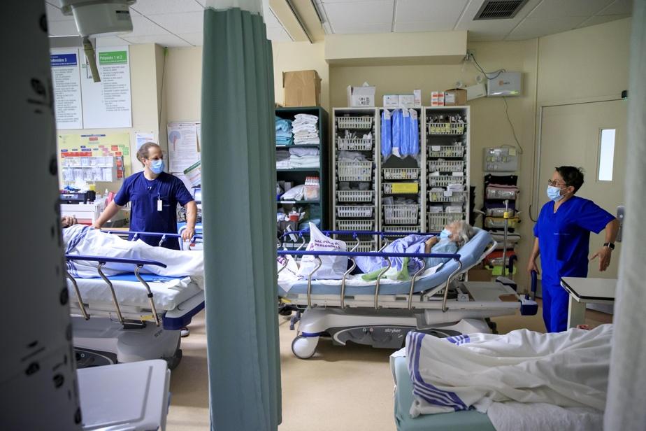 Sébastien Hamelin, infirmier, et Lucie Prud'homme, préposée aux bénéficiaires, dans la salle de trauma des urgences