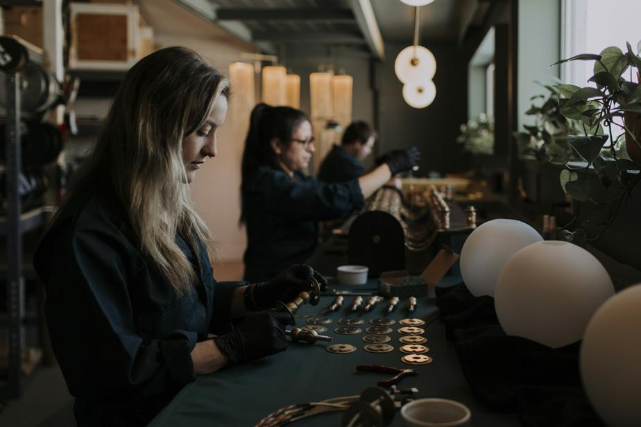 L'équipe de LaroseGuyon compte quatre employés. Les créateurs collaborent aussi avec des artisans de la région.