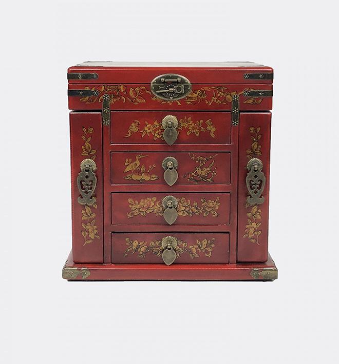 Coffre à bijoux en bois laqué (180$)