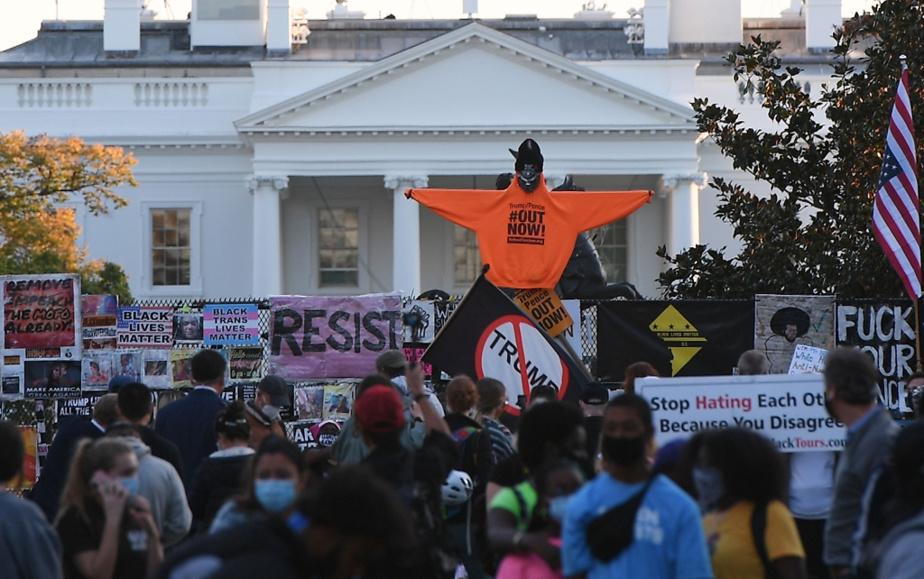 Le square Lafayette, tapissé d'affiches du mouvement Black Lives Matter, envahi par les manifestants le 6 novembre dernier, trois jours après la tenue de l'élection présidentielle