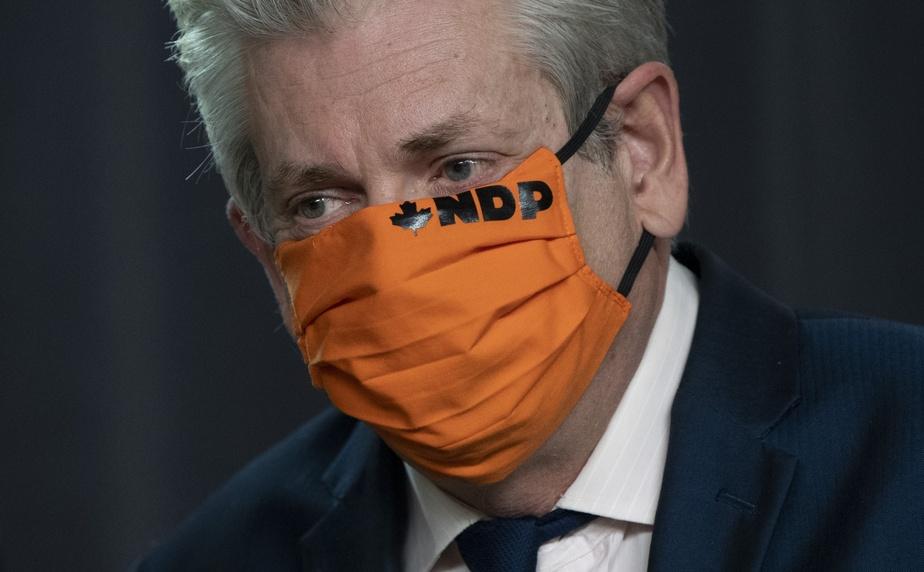 Charlie Angus lors d'une conférence de presse en septembre. Selon nos recherches, les partis politiques n'ont pas encore proposé à leurs membres des masques à leurs couleurs par l'intermédiaire de leur boutique en ligne.