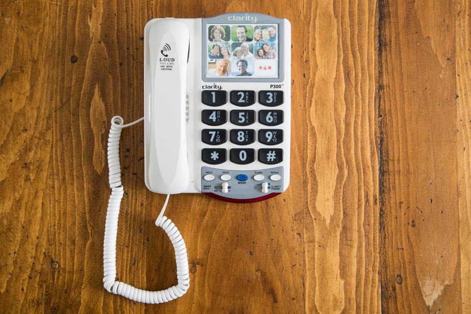 Le Clarity est un téléphone avec de grosses touches, au son amplifié et dont on programme neuf boutons avec photo.