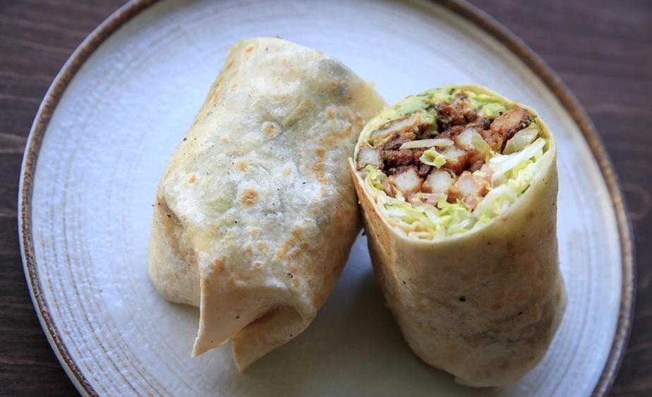 Les burritos, un mets typique de la bouffe sud-californienne d'inspiration mexicaine, viennent avec des frites à l'intérieur.