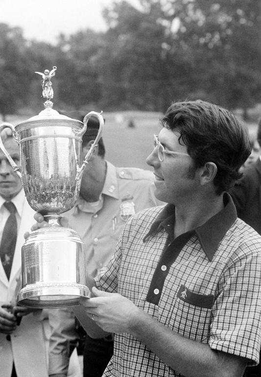 En juin 1974, Hale Irwin remporte l'Omnium des États-Unie au club Winged Foot Golf avec une carte cumulative de… +7.
