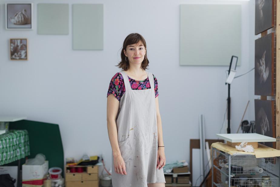 La peintre Rosalie Gamache dans son espace de la galerie JanoLapin