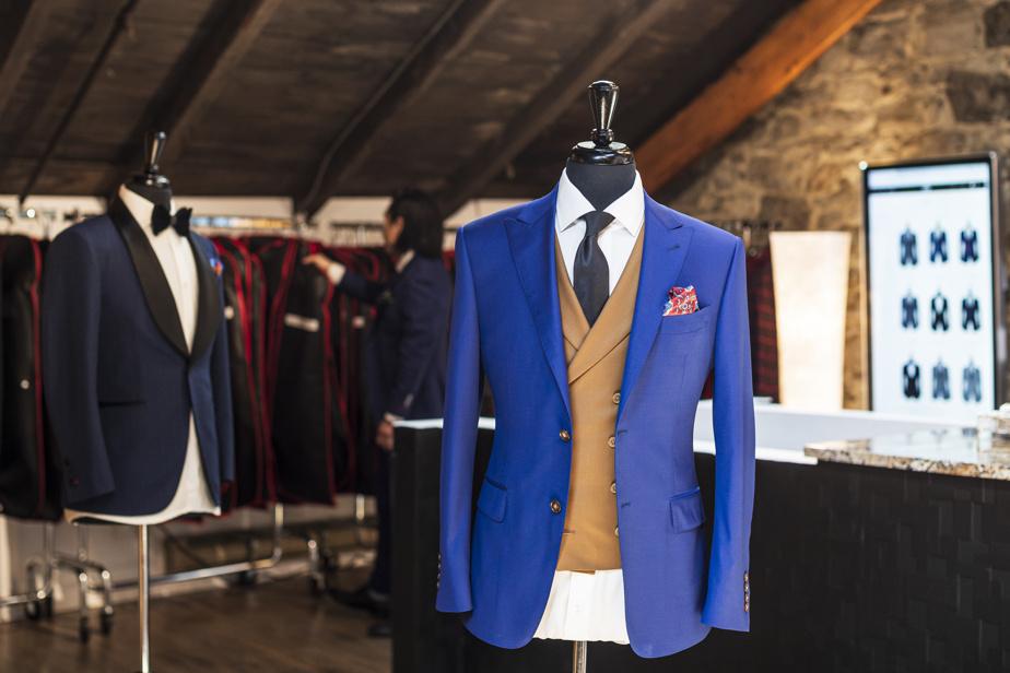 Les prix des complets, veste et pantalon, débutent à 775$.