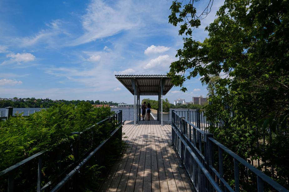 Le point de vue sur le barrage, au parc de l'Île-de-la-Visitation