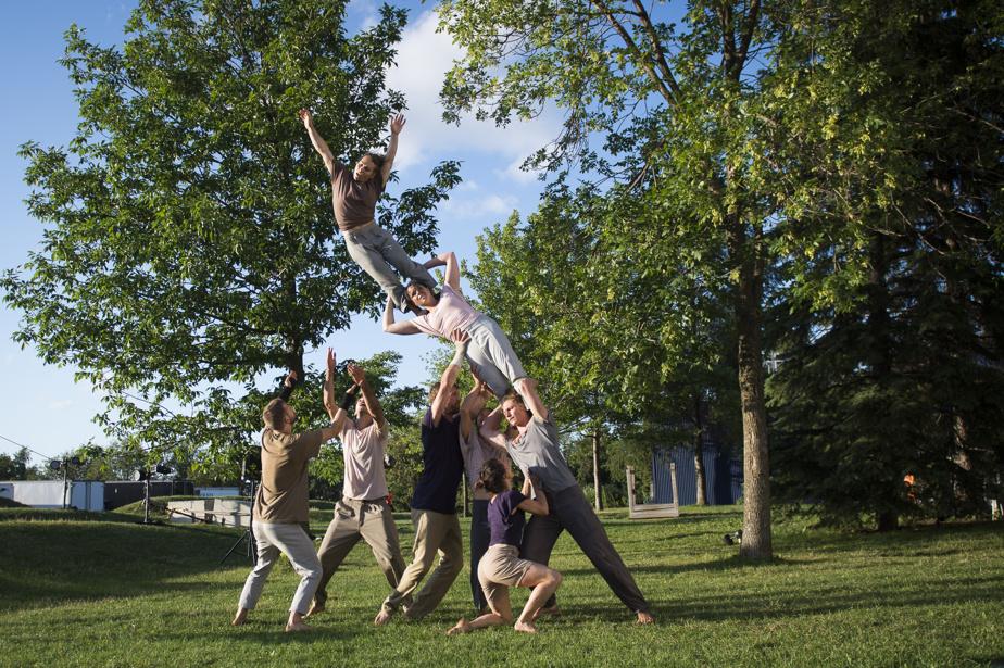 Les artistes multiplient les figures acrobatiques.