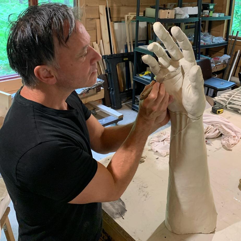 André Desjardins en cours de création de sa deuxième sculpture monumentale, financée par un mécène, l'homme d'affaires Luc Paquet