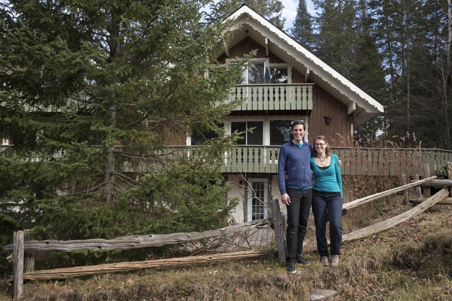 IsmaëlPicot et Mélissa Valiquette ont laissé leur appartement du quartier Villeray, à Montréal, pour s'installer avec leurs deux enfants à Val-David.